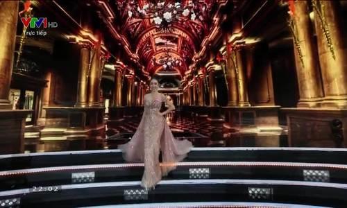 Phần thi váy dạ hội (iOne)