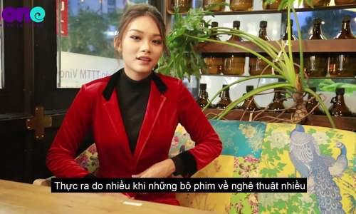 Diễn viên Thanh Tú: 'Khi đóng cảnh nóng, tôi nghe lời đạo diễn chứ không nghe mẹ'