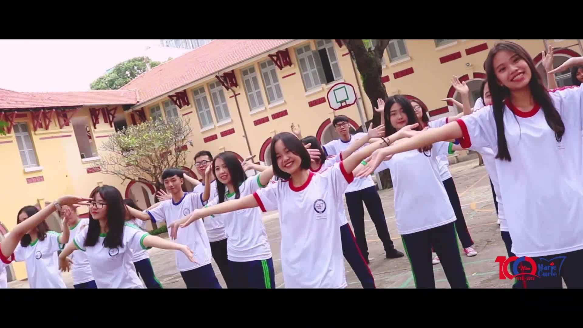 Học sinh quay MV mừng sinh nhật trường 100 tuổi