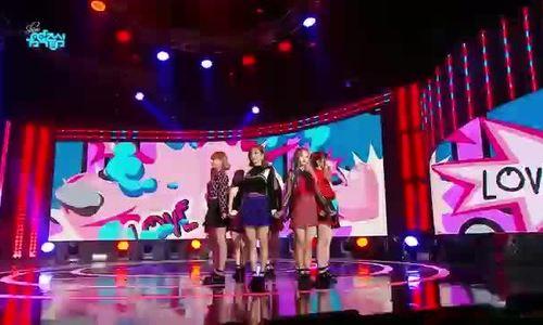 Nữ idol tân binh vướng sự cố tụt váy ngay trên sân khấu