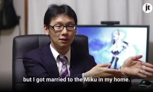 Akihiko Kondo bỏ ra 2 triệu yên Nhật để kết hôn với búp bê