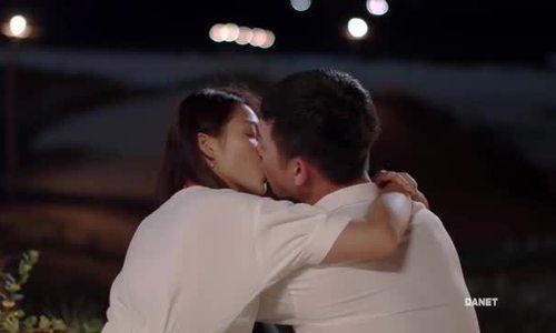 Cảnh kết Khả Ngân - Song Luân khóa môi