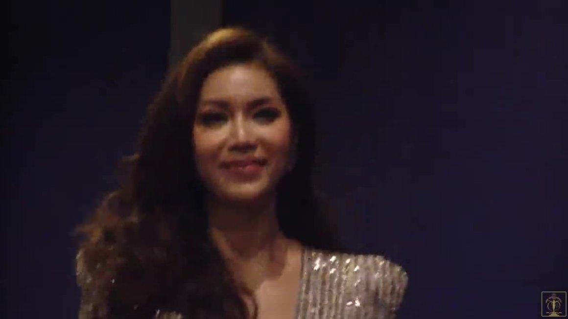 Minh Tú diện váy xẻ đùi cao có bước catwalk đầu tiên tại Miss Supranational 2018