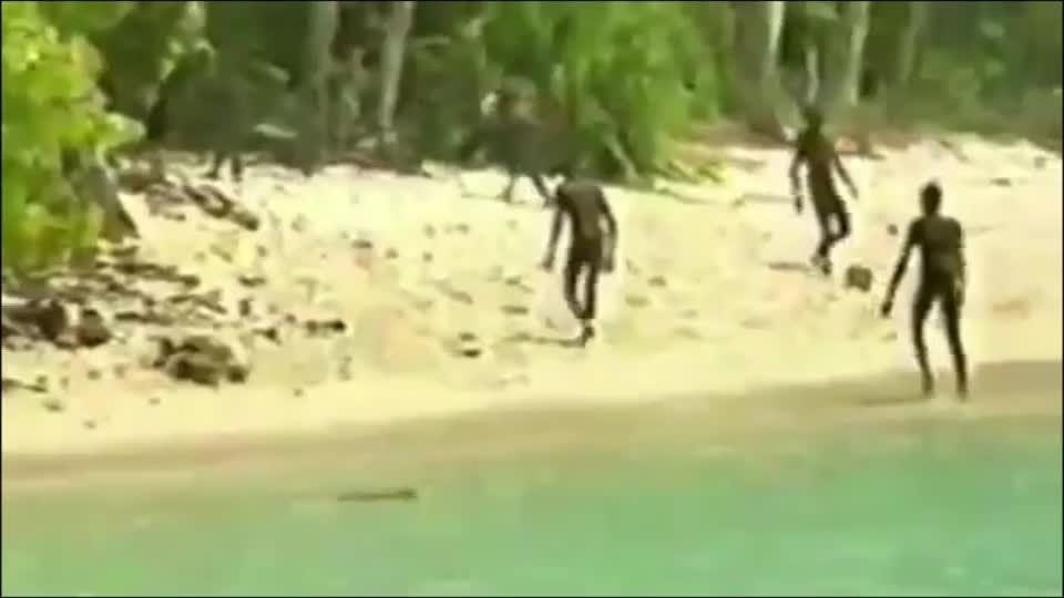 Bí ẩn bộ lạc sống trên hòn đảo 60 nghìn năm tuổi có tập quán…giết người ngoại lai