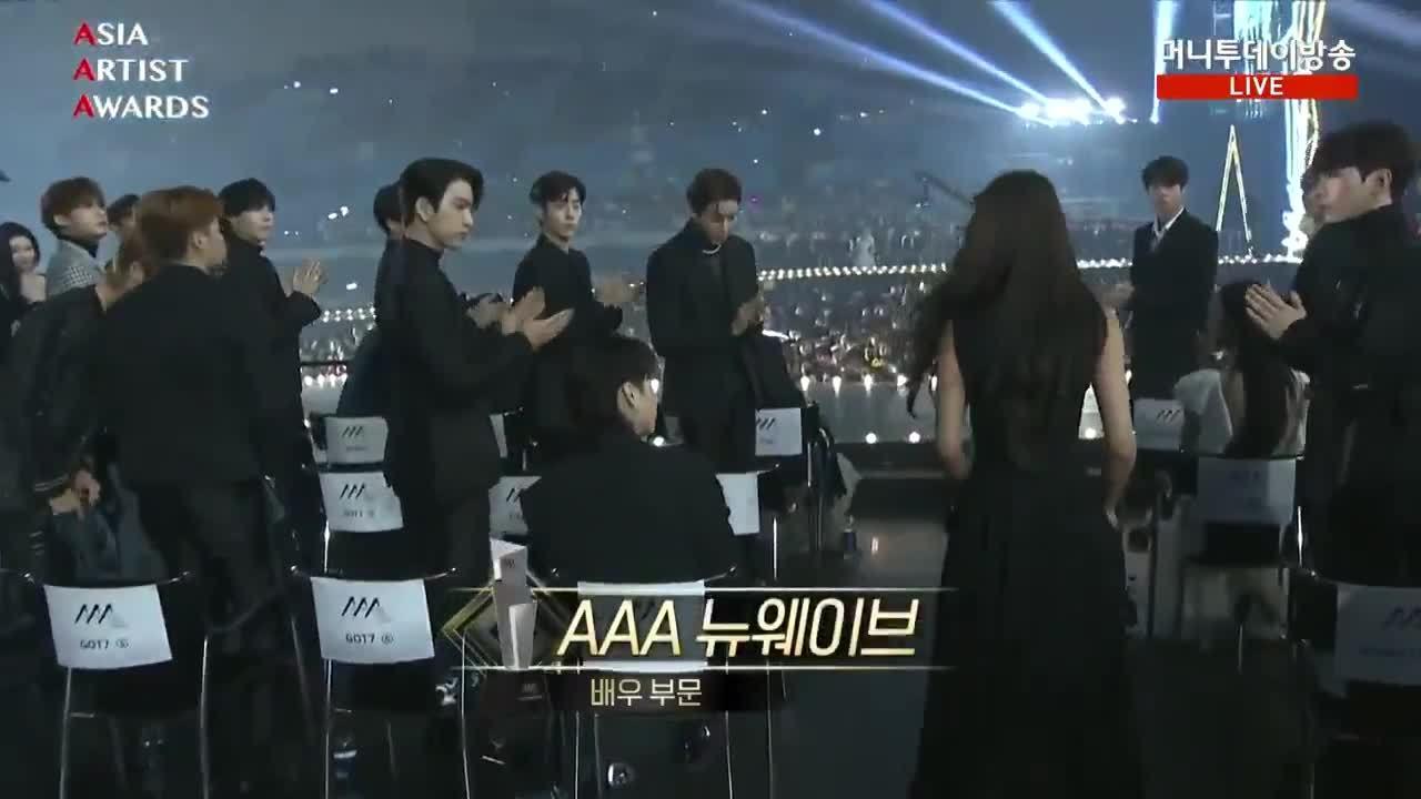 JB không chào Seol Hyun