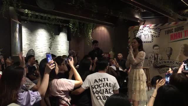Phạm Quỳnh Anh hát 'Bụi bay vào mắt' sau 13 năm