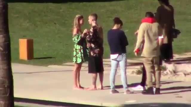 Justin và Hailey bị chê 'kém sang' trong bộ ảnh chụp cho Vogue