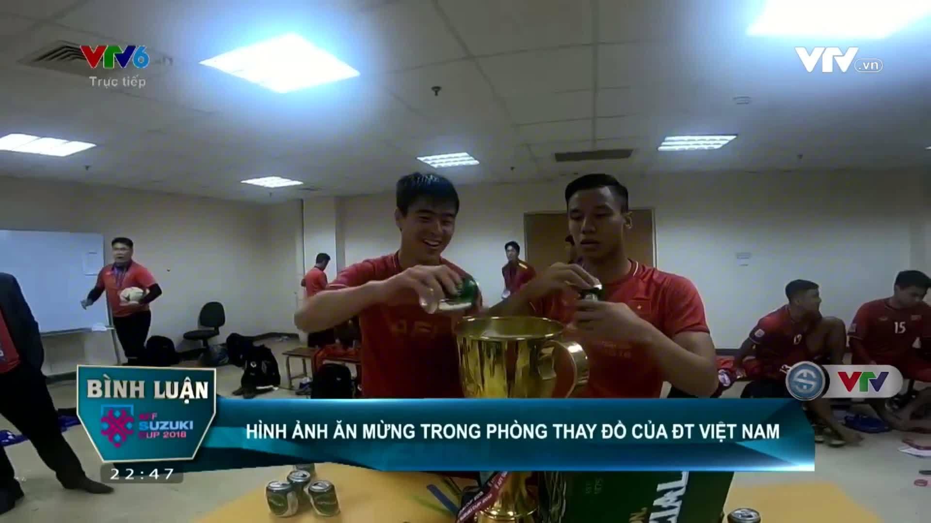 Sau chiến thắng, tuyển Việt Nam uống bia bằng Cup vô địch