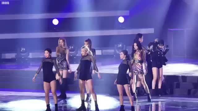 Nhảy liền 2 bài, Jennie gần như ngã quỵt ở SBS Gayo Daejun