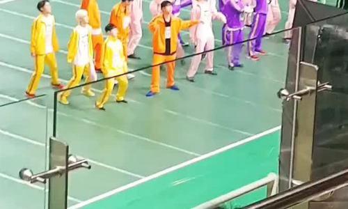 iKON, Seventeen khiến các fan 'đội quần' tại đại hội thể thao ISAC 2019