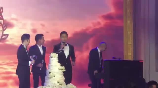 Lê Hiếu - Quang Dũng hát ở lễ cưới