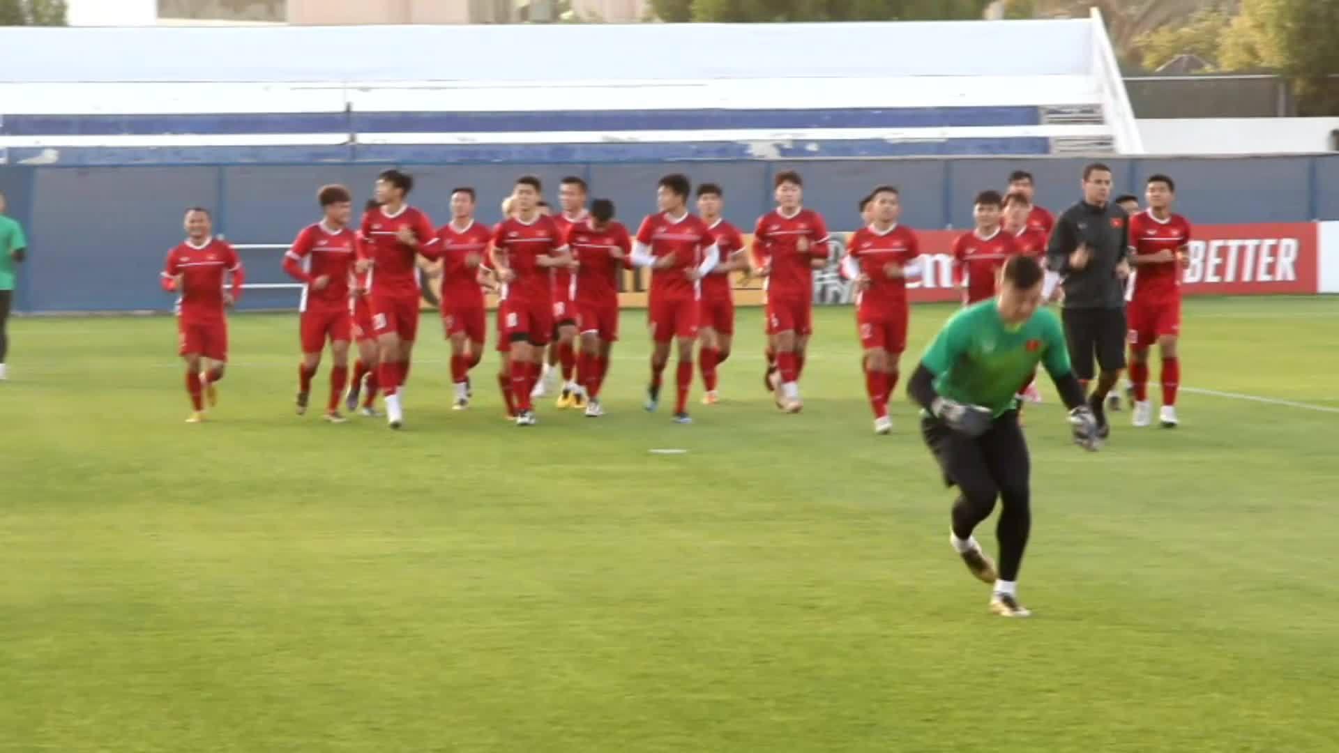 Tuyển Việt Nam hào hứng luyện tập cho trận đấu với Jordan