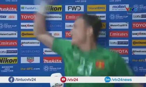 """Văn Lâm hát """"Anh sẽ về"""""""
