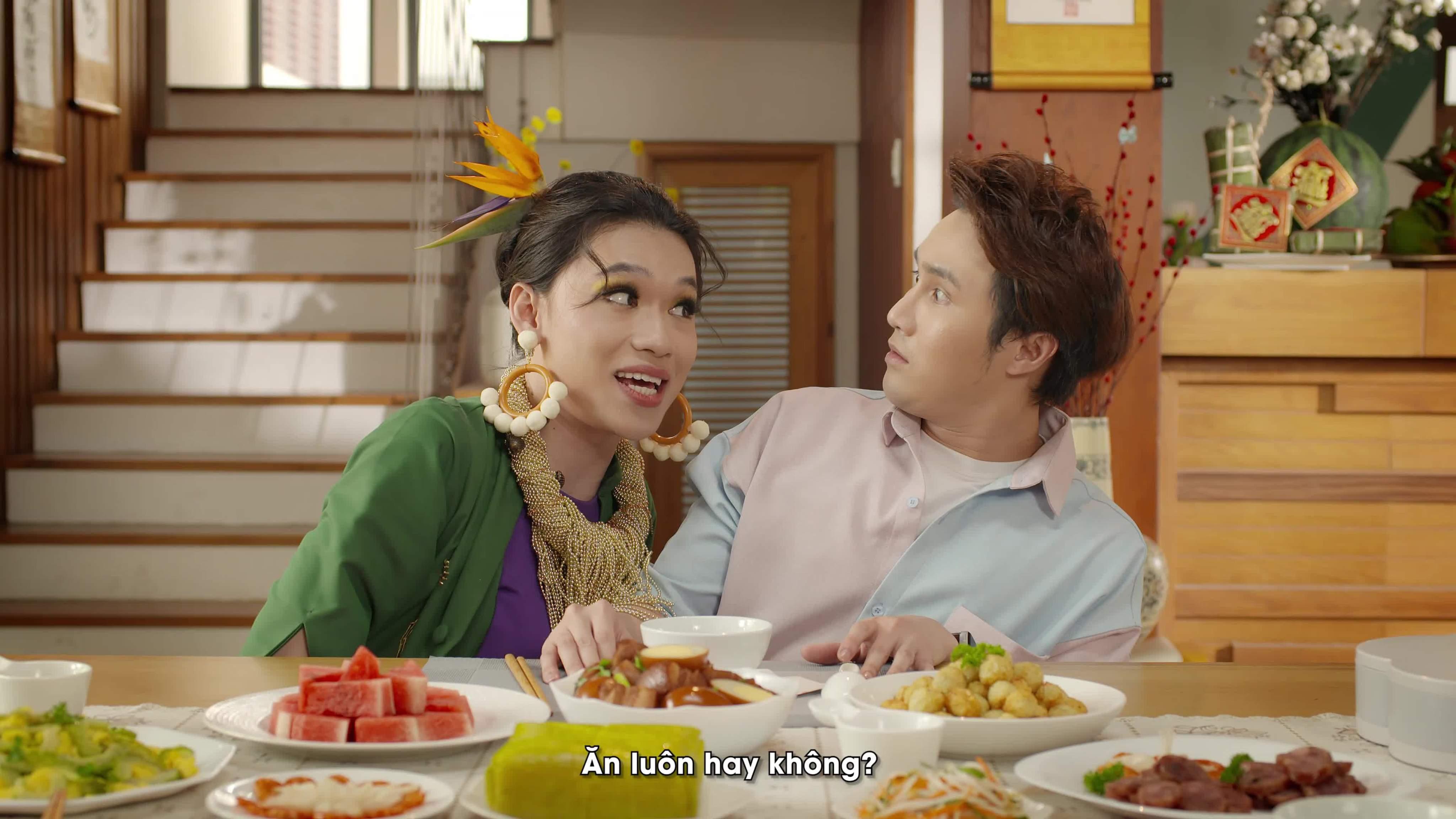Quang Trung 'dụ dỗ' Huỳnh Lập ăn thả ga ngày Tết trong MV mới