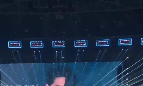 Fan xót xa với những hình ảnh đẫm nước mắt trong concert cuối cùng của Wanna One