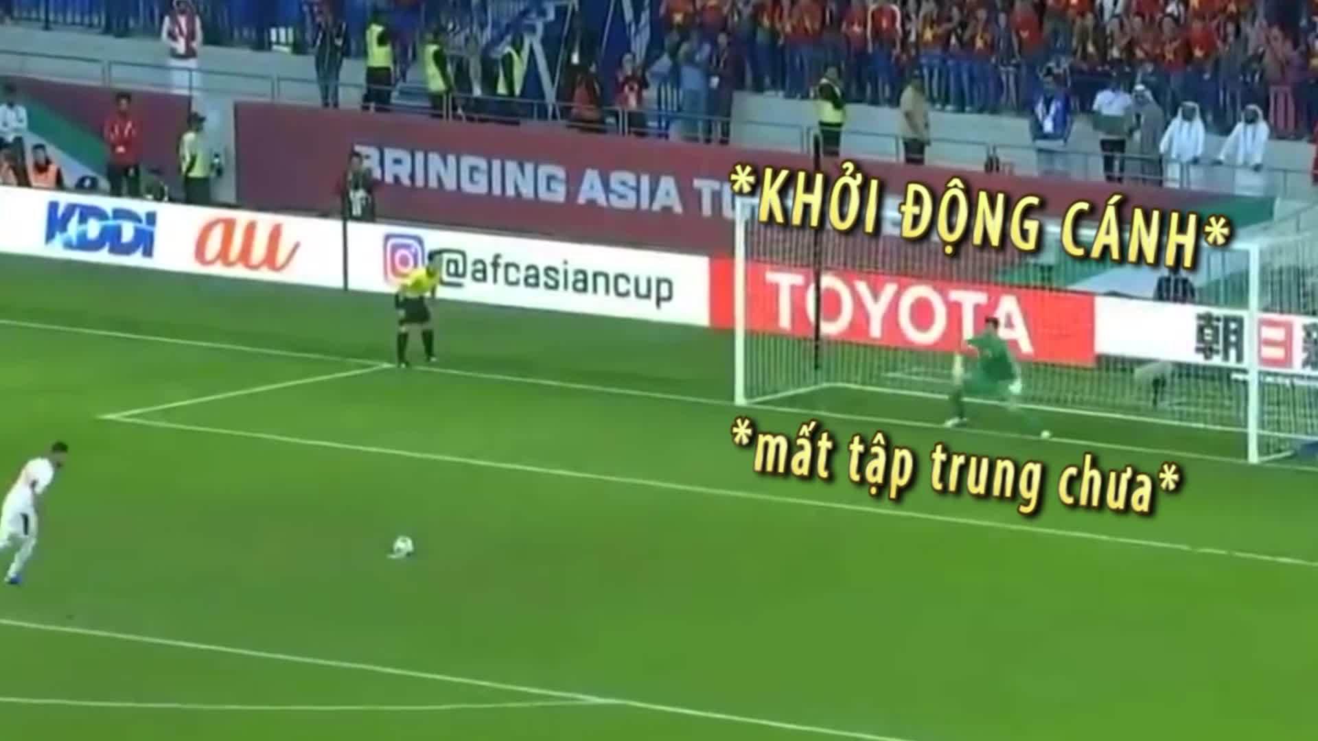Những khoảnh khắc 'chất phát ngất' của thủ môn Văn Lâm trên sân cỏ
