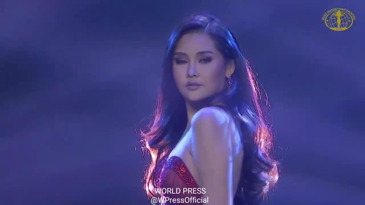 Ngân Anh trình diễn trang phục dạ hội chung kết Miss Intercontinental