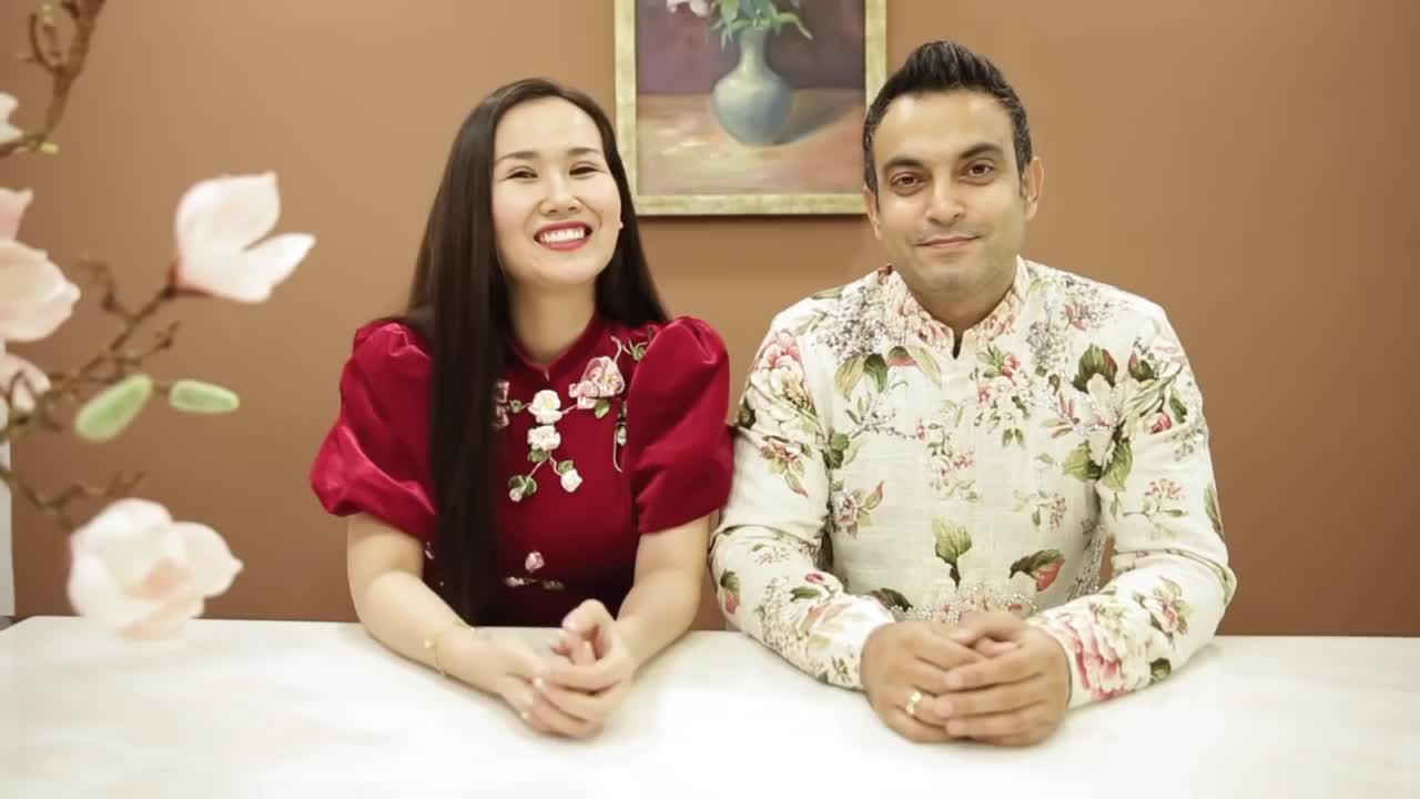 Võ Hạ Trâm cùng chồng Ấn Độ chúc Tết