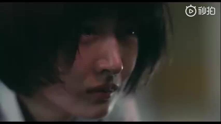 Dịch Dương Thiên Tỉ gây bất ngờ trong bộ phim học đường bạo lực nhất của Trung Quốc