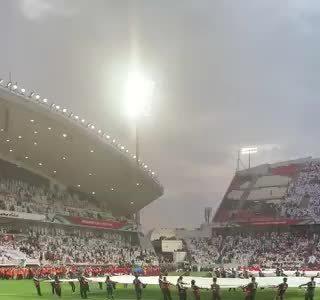 CĐV UAE la ó khi quốc ca Qatar vang lên