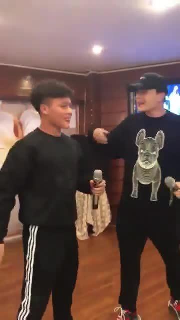 Quang Hải, Duy Mạnh hát hit 'Người ấy', fan cười bể bụng