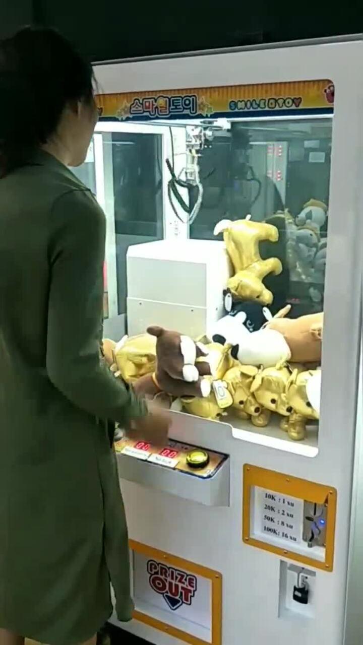 'Thánh gắp thú bông' tiết lộ bí kíp chiến thắng cỗ máy sinh ra để người chơi thua