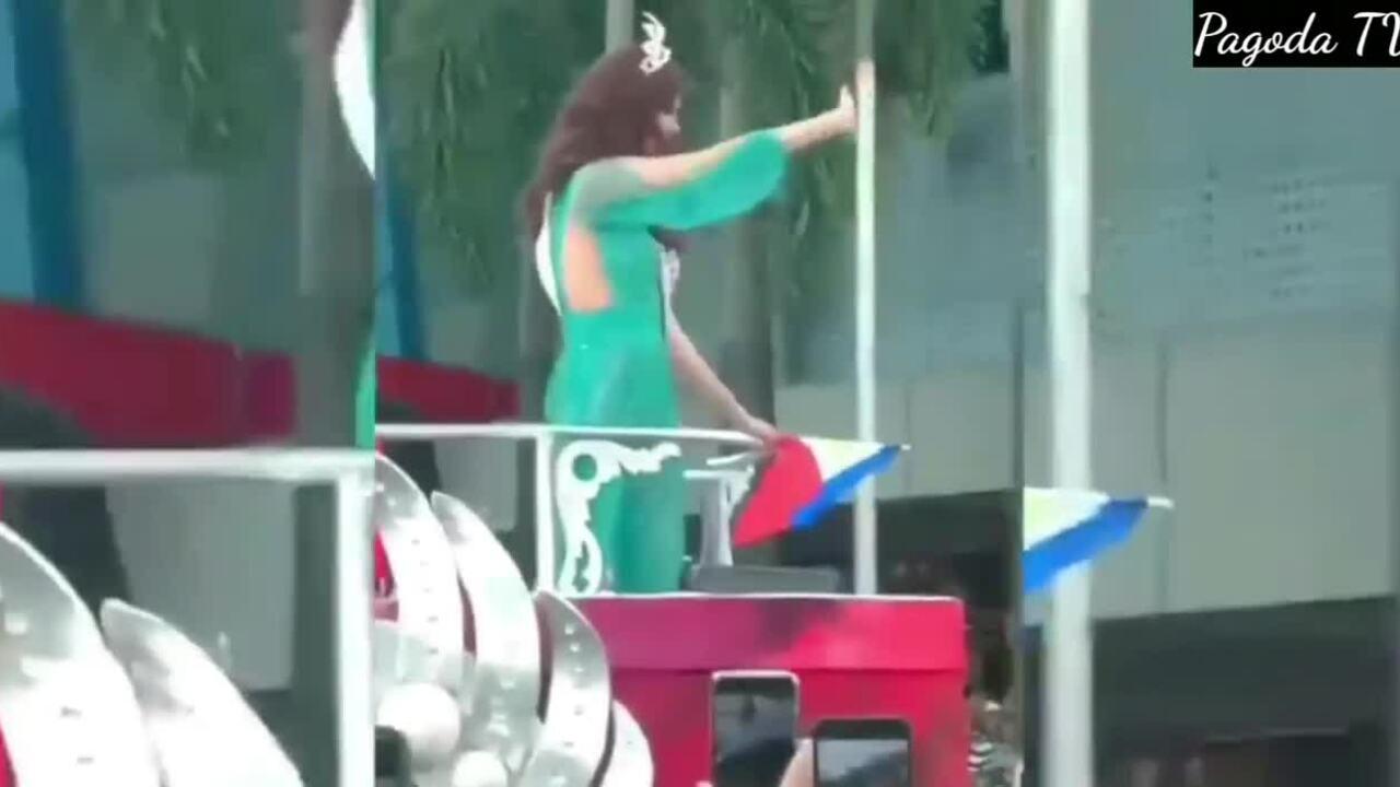 Hoa hậu Catriona Gray làm vỡ vương miện