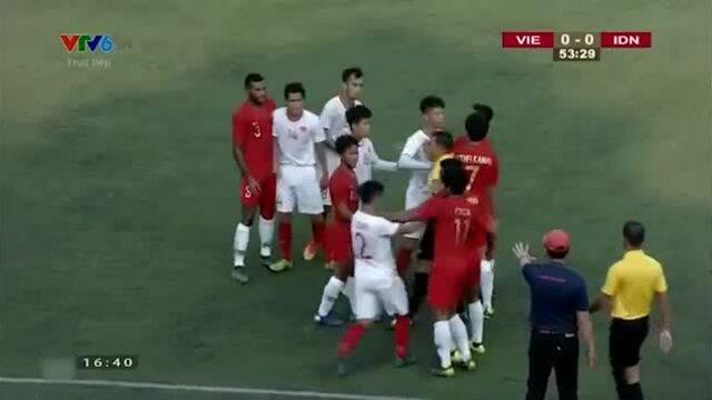 Tình huống suýt xô xát mạnh giữa Việt Nam - Indonesia ở trận bán kết U22