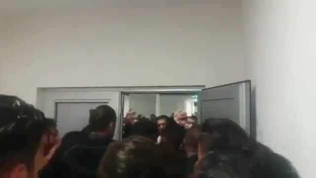 Hỗn loạn trong phòng thay đồ Amed SK