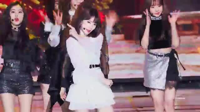 Nhan sắc như 'tiên tử' của Sakura (IZONE) khiến netizen trầm trồ
