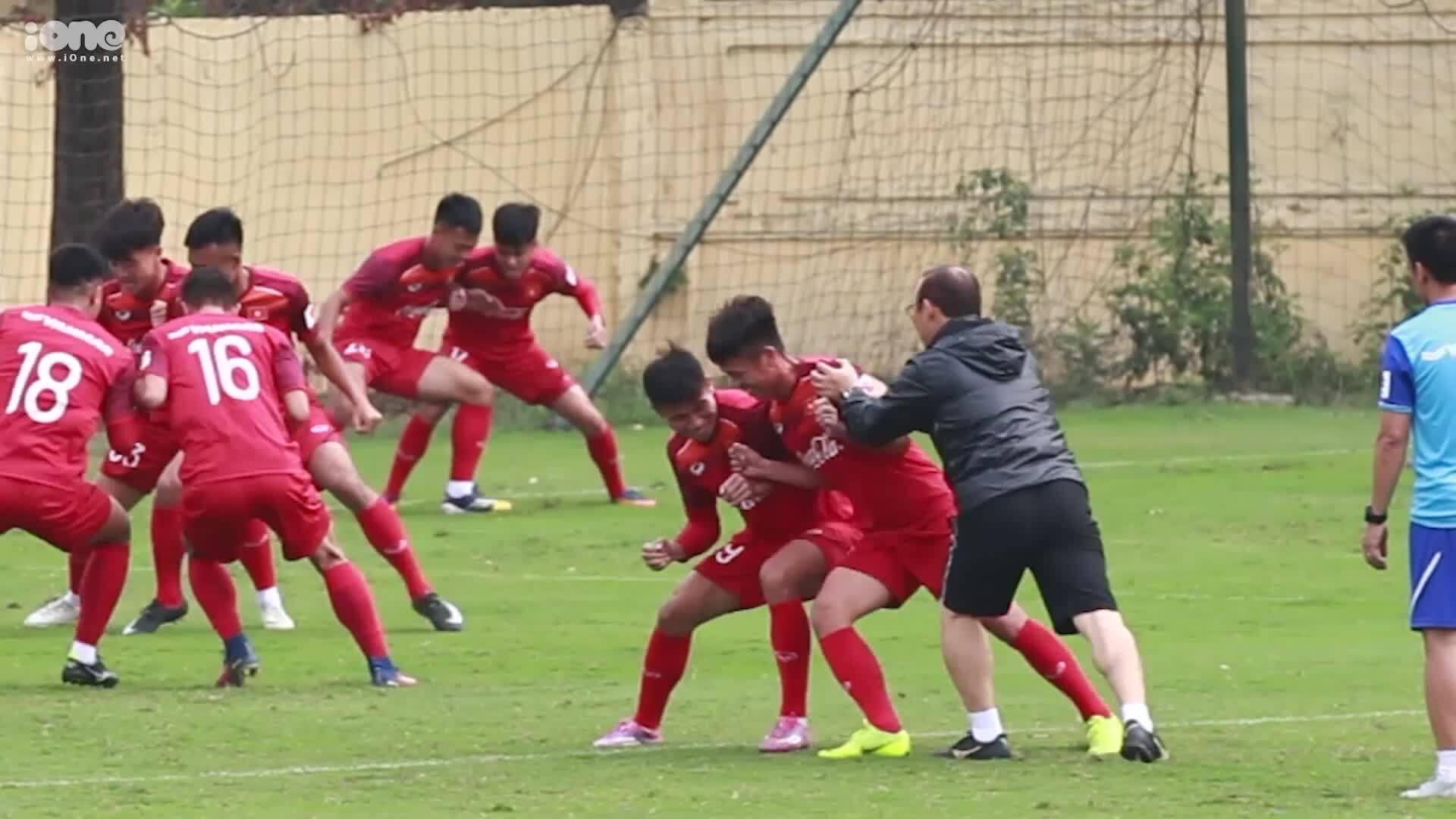 """U23 Hoàng Đức: """"Bất ngờ khi được HLV Park Hang-seo lựa chọn làm đội phó"""""""