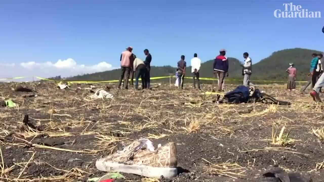 Hiện trường máy bay rơi tại Ethiopia.