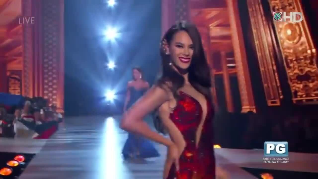 Catriona Gray catwalk Lava Gown