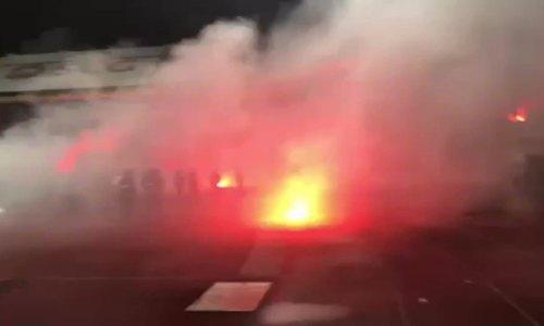 SỐC: CĐV Hải Phòng biến SVĐ Hàng Đẫy thành biển lửa
