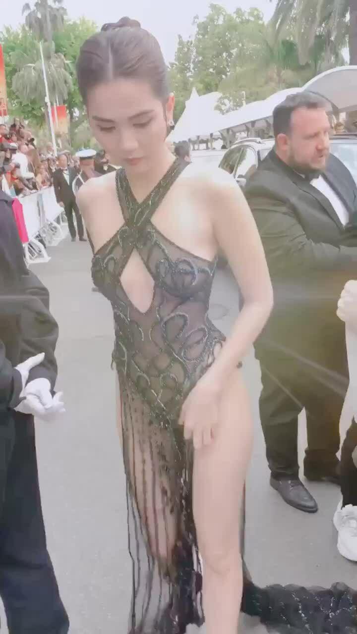 Ngọc Trinh lên thảm đỏ Cannes 2019
