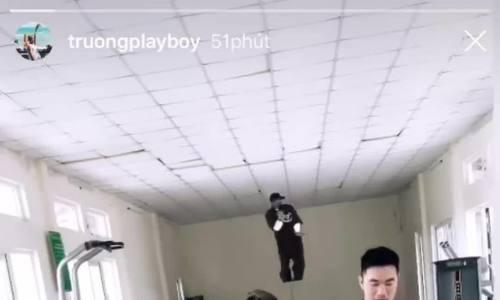 """""""Fan Boy"""" Xuân Trường cover vũ đạo """"đau vai"""" của Sơn Tùng M-TP"""
