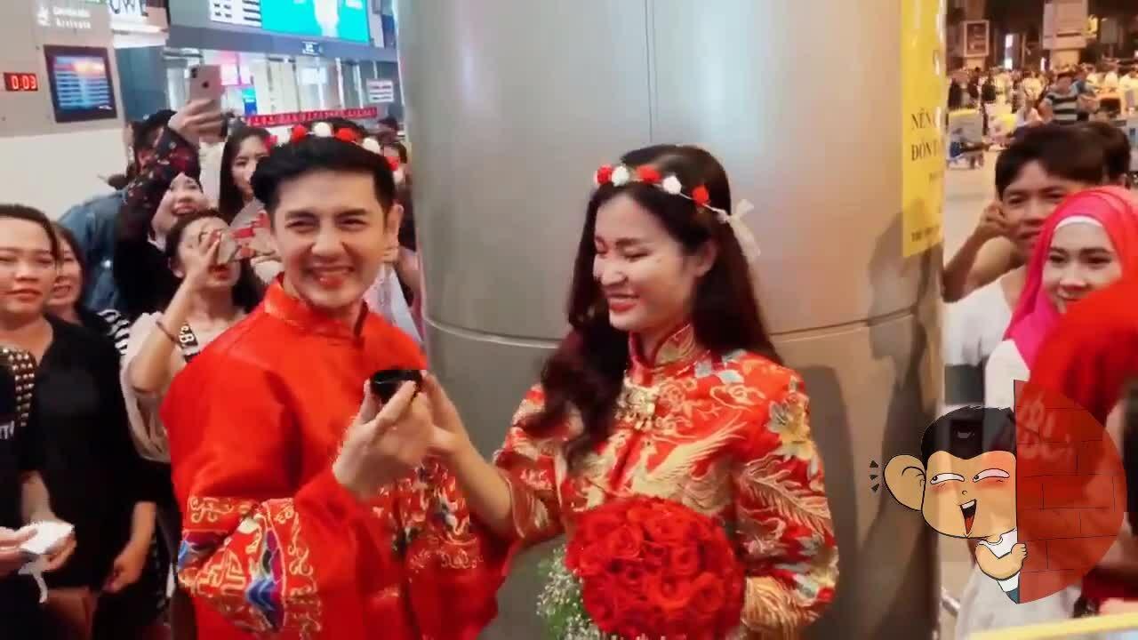 Đông Nhi - Ông Cao Thắng được fan tổ chức 'đám cưới' ở sân bay