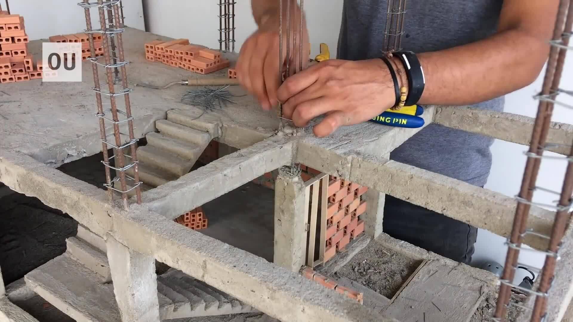 Chàng trai hút chục triệu view khi xây ngôi nhà mô hình