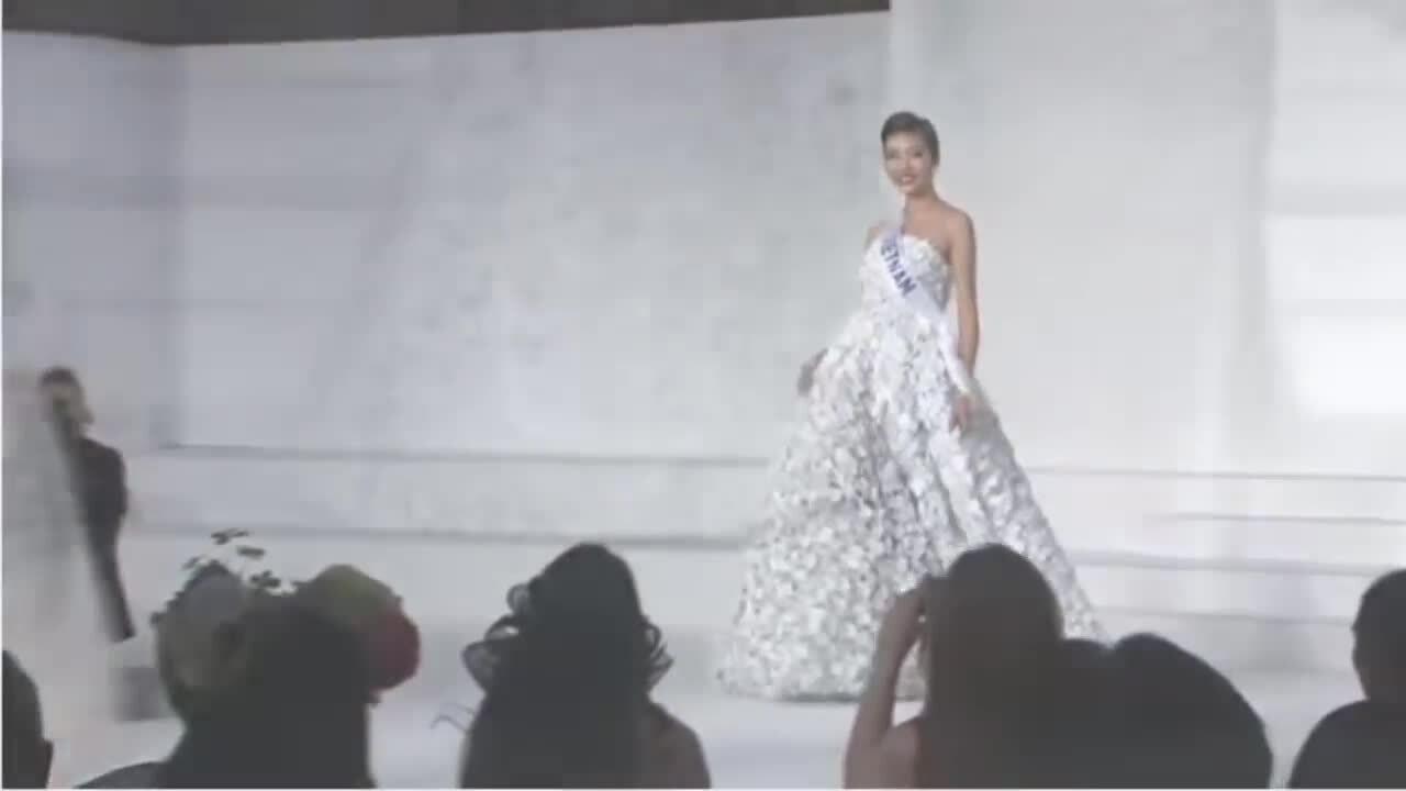 Thúy Vân Miss International 2015