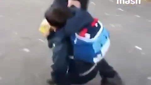 Phản ứng của cậu bé Nga ngày đầu đi học gây 'sốt' mạng