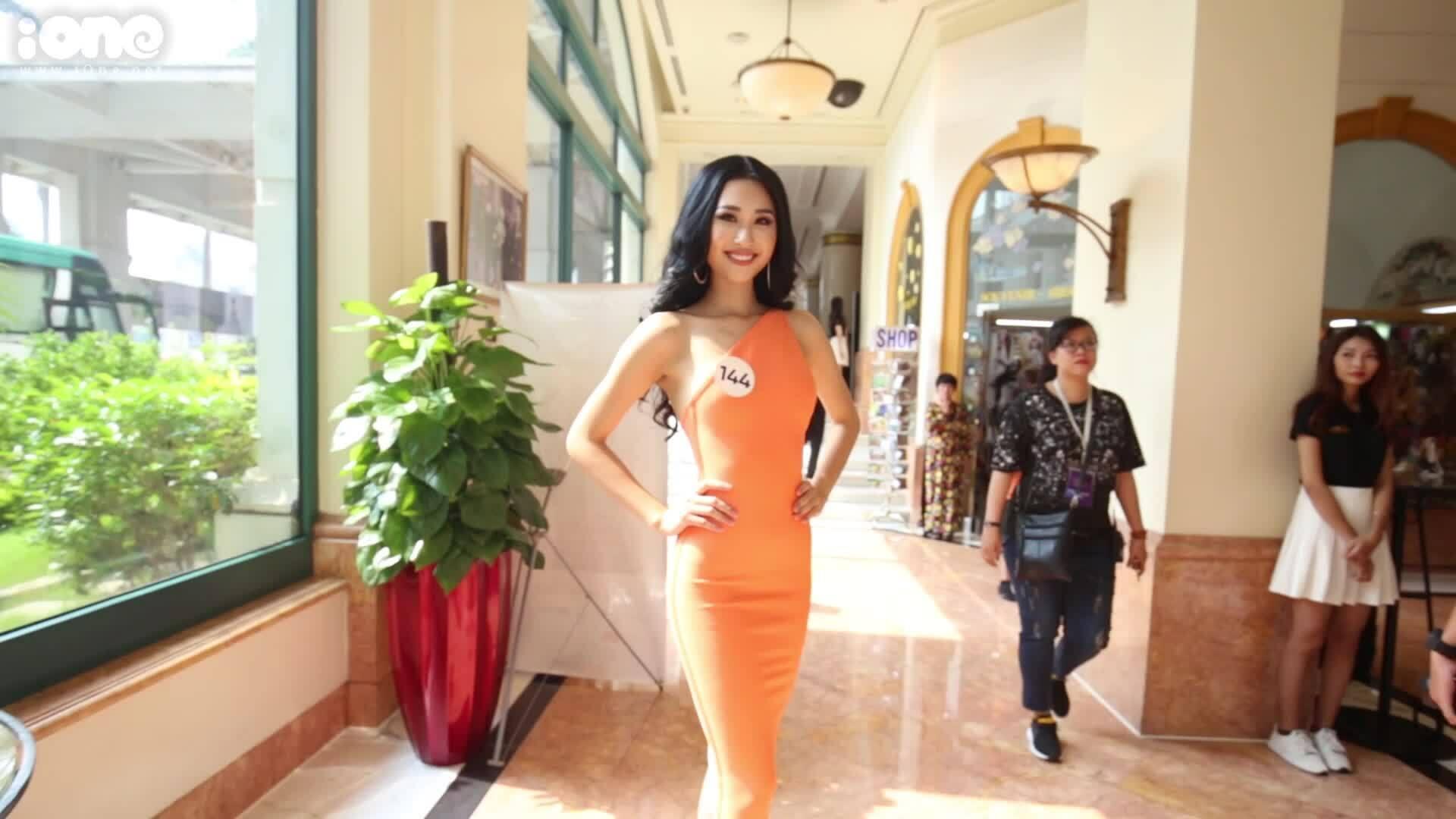 Phạm Anh Thư catwalk