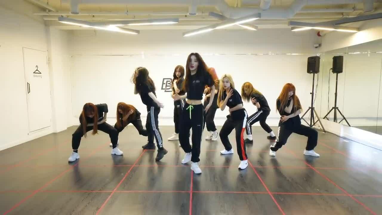 LOONA hút triệu view khi cover vũ đạo khó nhất của NCT 127