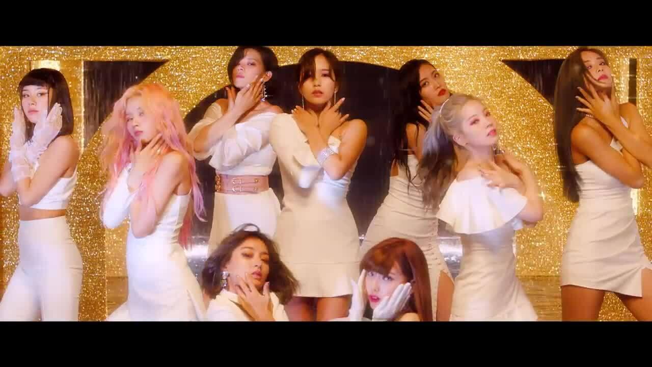 Twice đọ nhan sắc trong buổi họp báo comeback