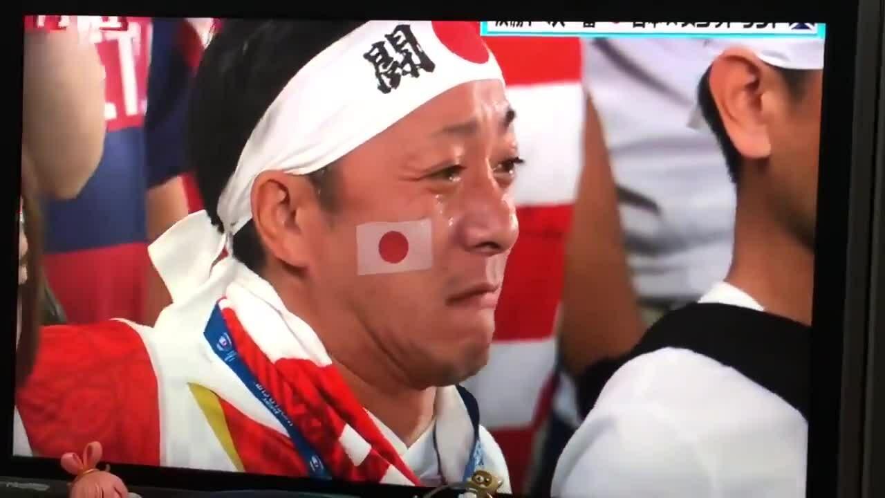 Tuyển thủ bóng bầu dục Nhật bật khóc khi hát quốc ca