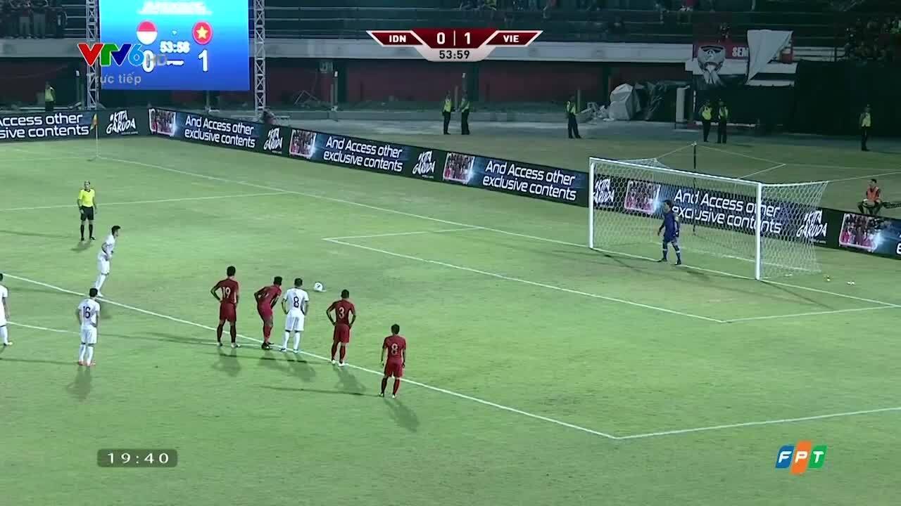 Quế Ngọc Hải dễ dàng hạ thủ môn Indonesia trên chấm 11