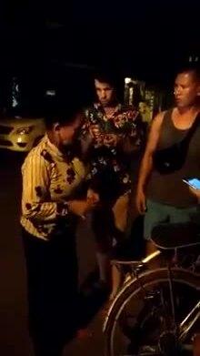 Người bán hàng dọa đánh khách Tây tại phố cổ Hội An gây bức xúc