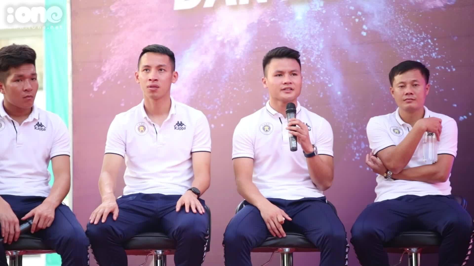 """Quang Hải tiết lộ về cú sút phạt """"cầu vồng tuyết"""" ở Thường Châu"""