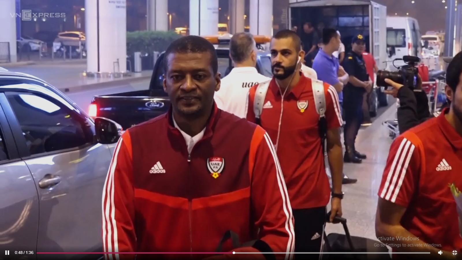 Đội tuyển UAE đến Nội Bài lúc nửa đêm