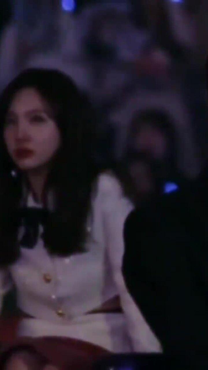 Na Yeon (Twice) bất ngờ có biểu cảm lạ, bật khóc ở MAMA