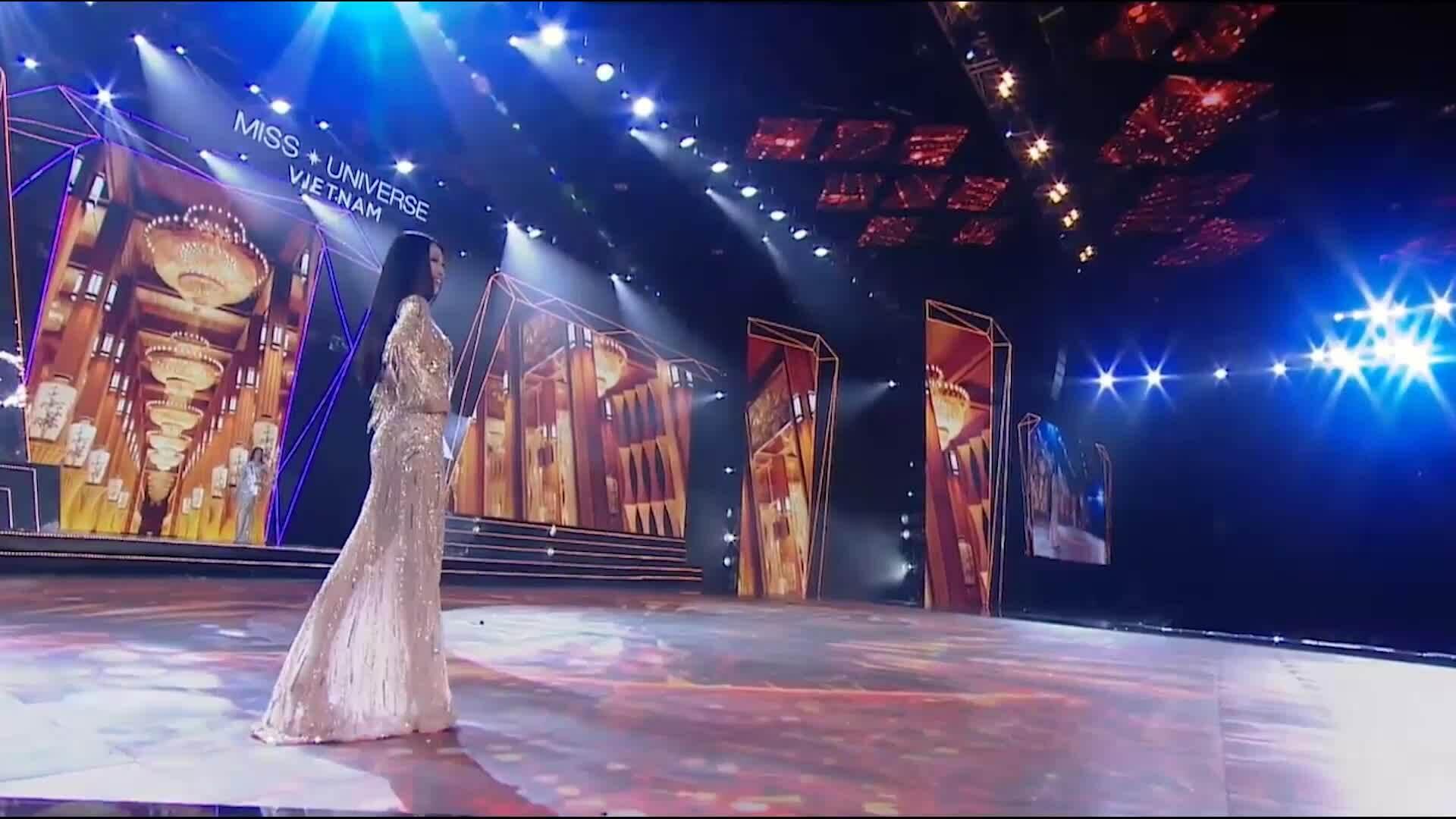 Top 10 Hoa hậu Hoàn vũ Việt Nam khoe dáng trong phần thi Dạ hội